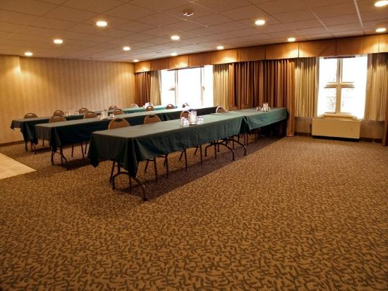 Days Inn & Suites Rhinelander : Meeting  Room