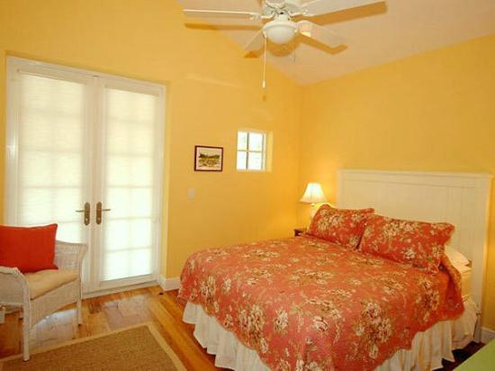 Anna Maria Guest Houses: Beautifully decorated bedrooms