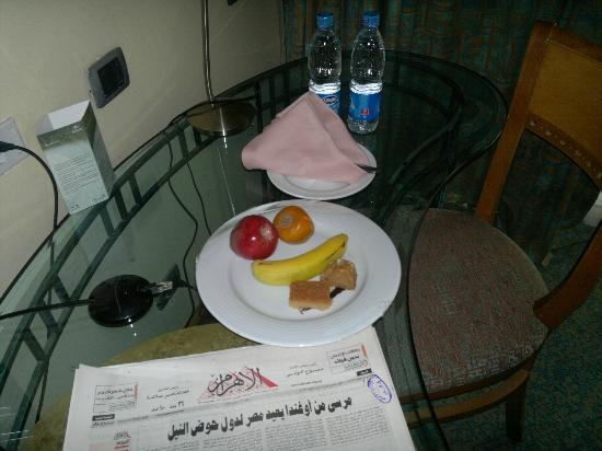 Hilton Pyramids Golf: the welcome fruit platter, water, and newspaper