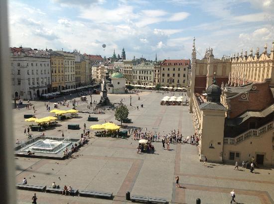 The Bonerowski Palace: Plaza view