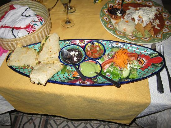 Maria Jimenez Restaurante Mexicano: Quesadilla Grande