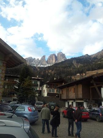 Dolomiti Ski Tour: View of the Col Rodella area as seen from Campitello