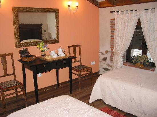 Casa Rural Rioalmar: habitación