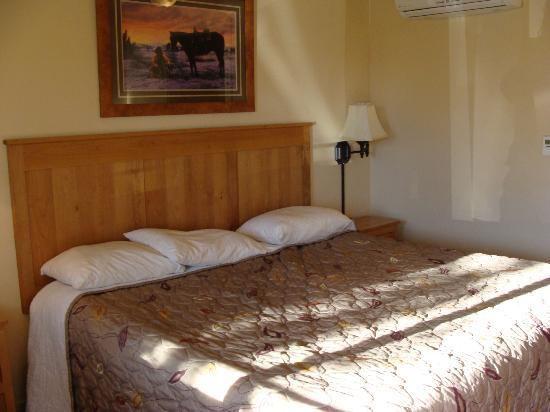 Executive Inn: Bedroom