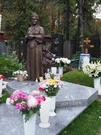 Couvent et cimetière de Novodievitchi : Raisa Gorbachev's Memorial