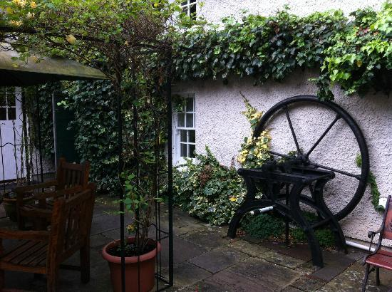 Raheen House Hotel: The old water well wheel
