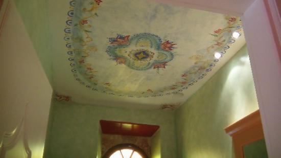 Nikos Takis Fashion Boutique Hotel : Tzami Bathroom Ceiling