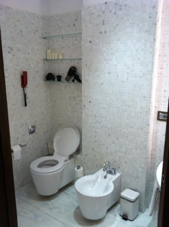 Domux Home Repubblica Luxury Apartment: Strozzi room - bathroom