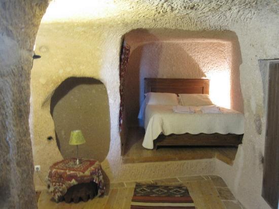 Takaev Cave Hotel & Guest House: Bedroom