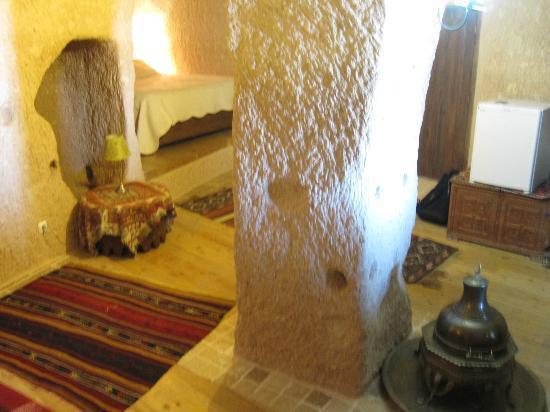 Takaev Cave Hotel & Guest House: Big bedroom