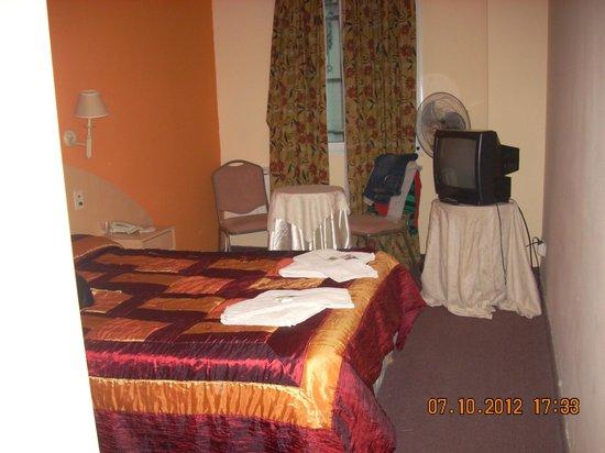 Etoile Hotel: Habitacion