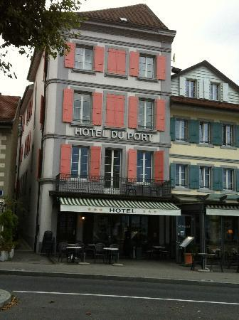 Hotel du Port: Hotel from the street
