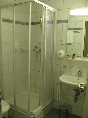 Hotel du Port: Bathroom