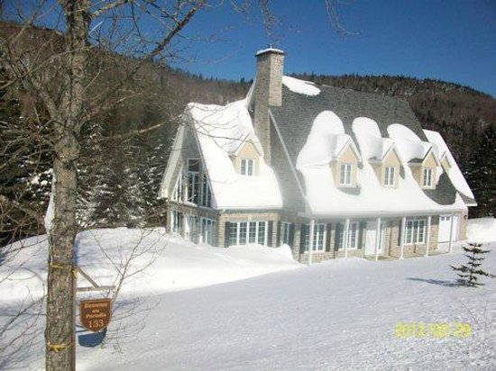 Gite du Moulin Lac-Beauport : Résidence en hiver