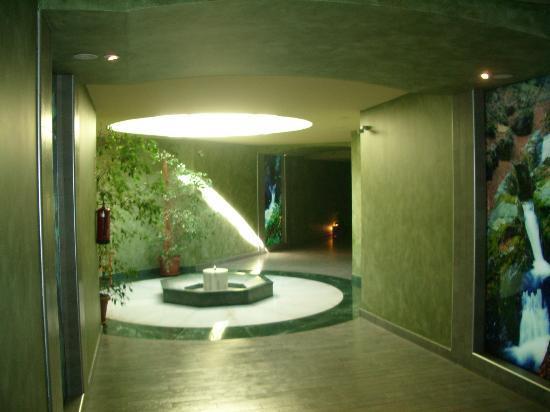 Gran Hotel Balneario Puente Viesgo: Paso subterráneo
