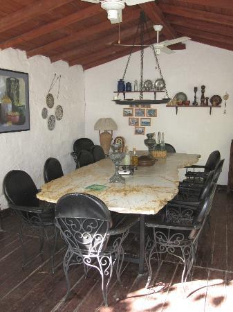 Bakkhos Guesthouse: Dining area