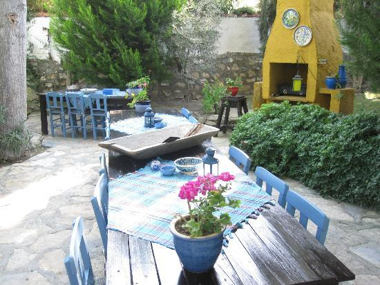 Bakkhos Guesthouse: Vibrant colors