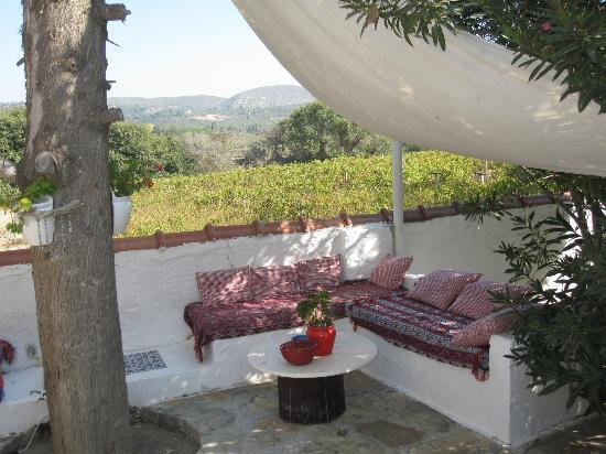 Bakkhos Guesthouse: sitting area