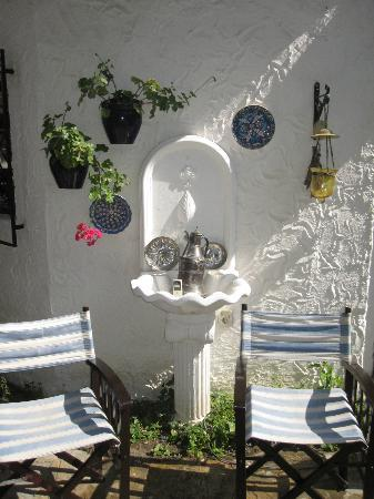 Bakkhos Guesthouse: beautiful details