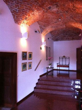 Best Western Prima Hotel Wroclaw: Hall between reception & dining room