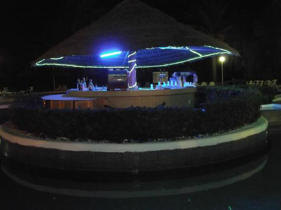 Marhaba Beach Hotel: Pool bar