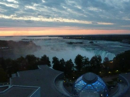 Fallsview Casino Resort: Sunrise from our room