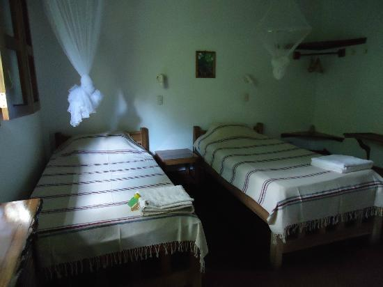 La Mariposa Spanish School and Eco Hotel: Nicaraguan traditionally woven blankets on the beds