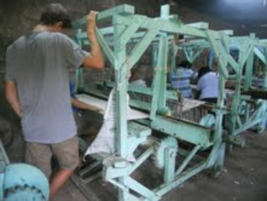 La Mariposa Spanish School and Eco Hotel: Weaving looms in Leon where the new blankets come from