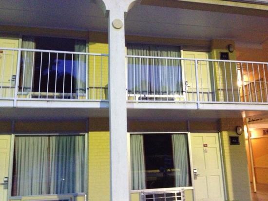 """Ramada Walterboro : """"no-tell"""" motel"""