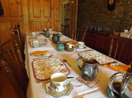 Seamount Farmhouse Bed & Breakfast: We pulled the tables together so our group could eat together
