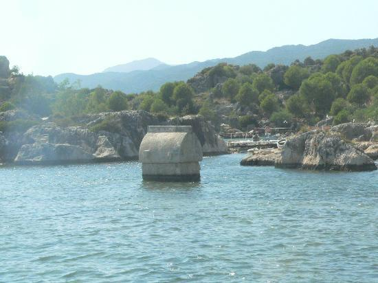 Kalekoy Harbour: Lycian tomb in water