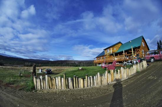 Chandalar Ranch: 北方向に宿を臨んで