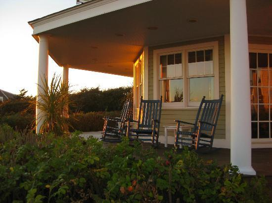 Winstead Inn and Beach Resort: Porch at sunset