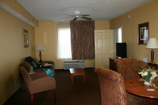 Holiday Inn Express Gainesville/I-75 SW: living room