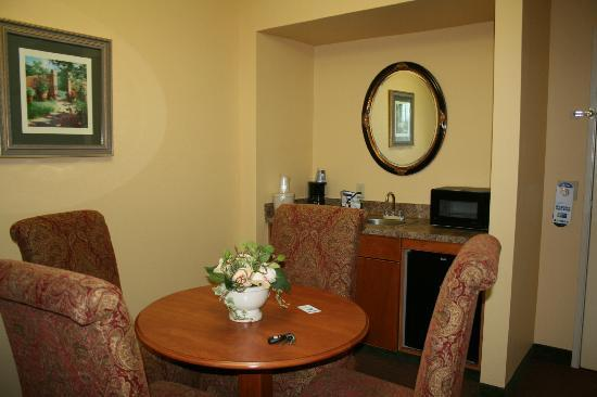 Holiday Inn Express Gainesville/I-75 SW: dining area