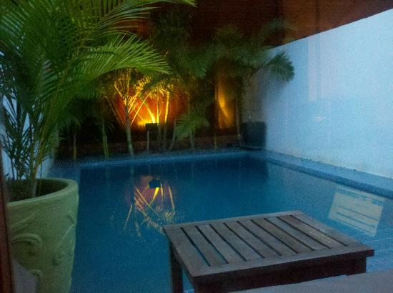 Blue Lime : Private Pool Room