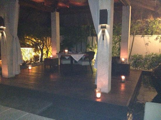 Abaca Boutique Resort : Cabana at night
