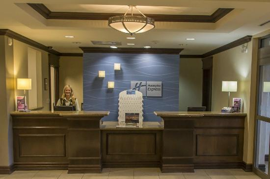 Holiday Inn Express Hotel & Suites Huntsville: Friendly staff at reception