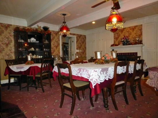 Cranberry Manor Bed & Breakfast: Dining Room