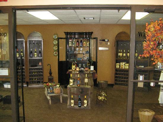 Greenstay Hotel & Suites: Wine Shop