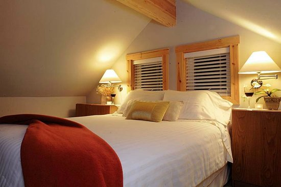 Skiff Point Guest House: The Loft Suite Sumptuous Bedroom
