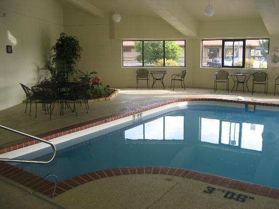 Greenstay Hotel & Suites: Pool