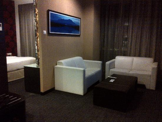 Grand Borneo Hotel: The white sofa