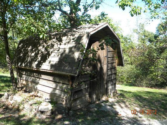 Bonnybrooke Farm: cabin