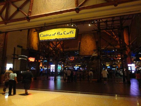Mohegan Sun: Casino floor.