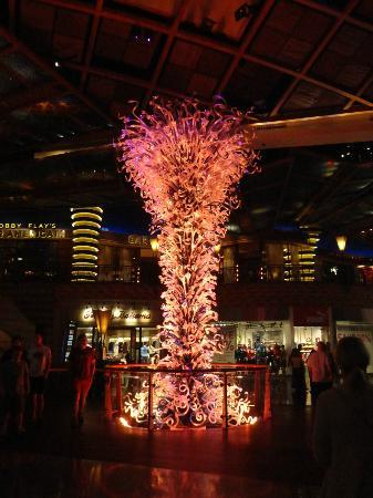 Mohegan Sun: Light statue.