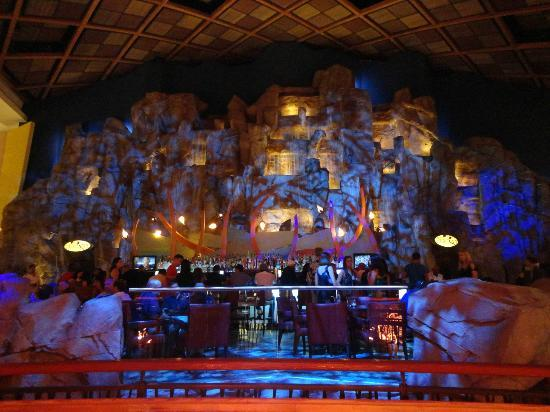 Mohegan Sun: The mountain wall with a restaurant inside.