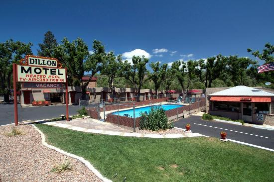 Dillon Motel: Pool and Cabin units