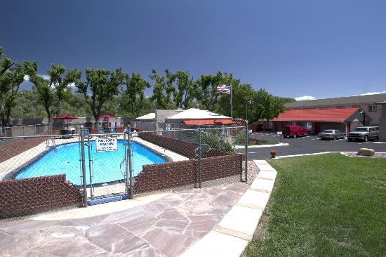 Dillon Motel: Pool and property