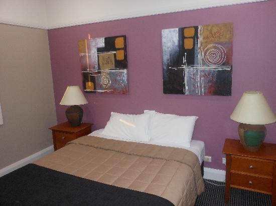 Waldorf Drummoyne Serviced Apartments: master bedroom